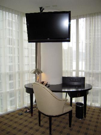 Loden Hotel : Loden desk area