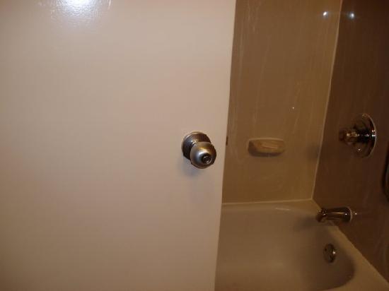 Comfort Inn RTP: Bathroom door knob