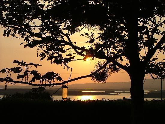 Rolfs Country House: Blick von der Terasse auf die Bucht von Boltimore
