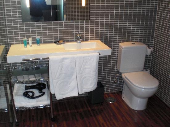Hotel Eurostars Monte Real: Vista parcial del baño