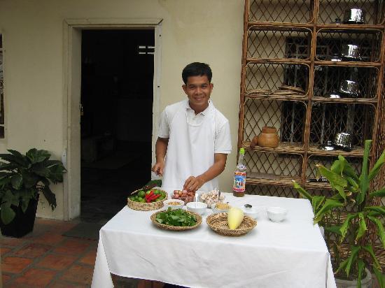 Cambodia Cooking Class: Mr Lak Poun demonstrating his skills