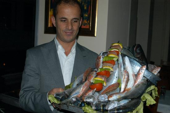 Hos seda: Ferhat with his seafood platter