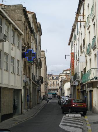 Hotel de France Beziers: Street outside the hotel
