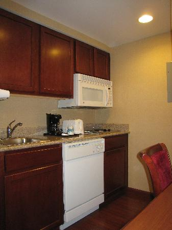 Homewood Suites Brighton: Kitchen