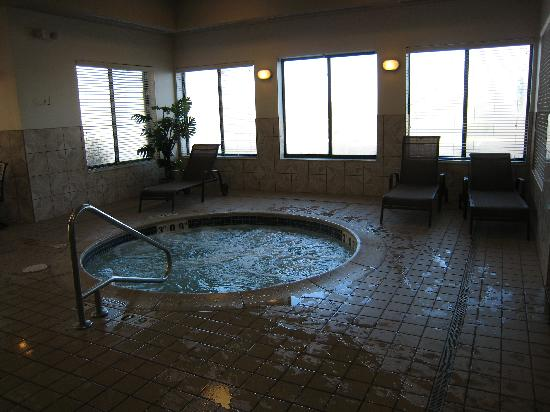 هوم وود سويتس باي هيلتون برايتون: Hot Tub