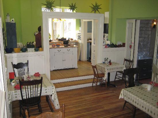 Frontenac Club Inn: open kitchen