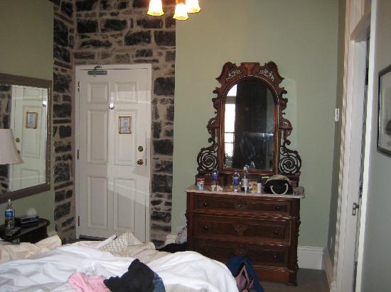 Frontenac Club Inn: bed3