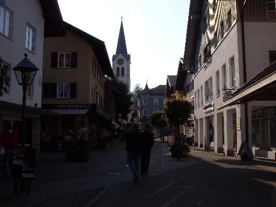 Pedestrian walkway in Oberstaufen (Altstaufner Einkehr is just ahead on the left)