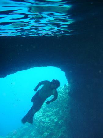 Mala Island Resort : Mariner's cave