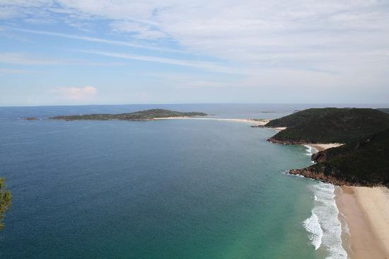 Melaleuca Surfside Backpackers: Looking back on towards Anna Bay. Can't remember the name of this mountain