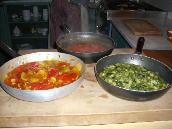 La Limonaia : Classic tomato, courgette & mixed pepper sauces.