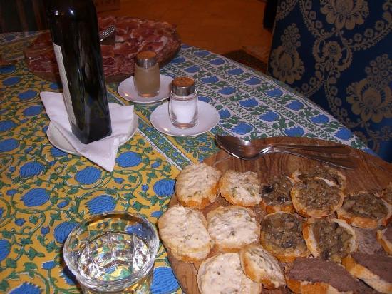 La Limonaia : Tempting bites on offer at the Castle Wine tour