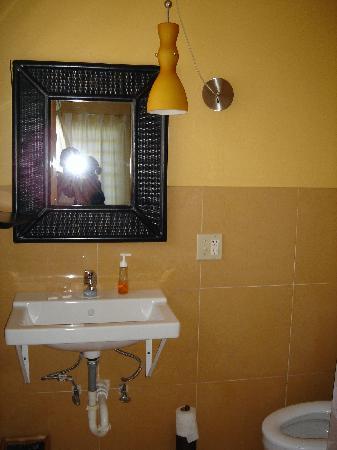Casa de Amistad: Bathroom