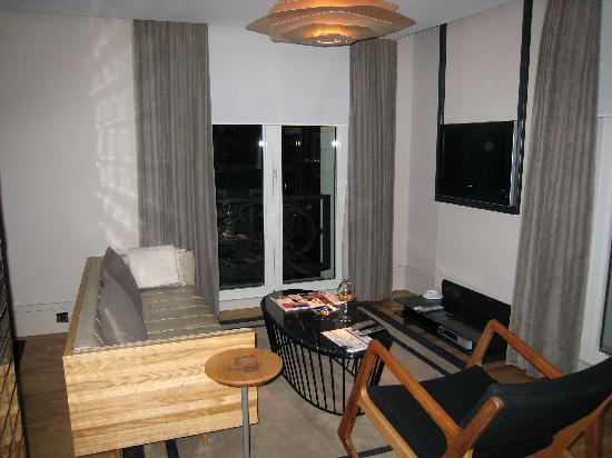 Witt Istanbul Suites: sitting room