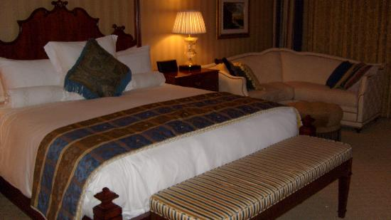 Fairmont Grand Del Mar: King size bed