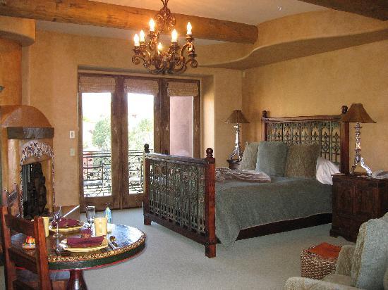 Adobe Grand Villas: Bedroom of another villa