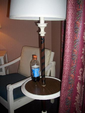 Ohio House Motel: The lamp