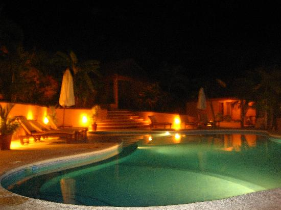 Hotel Ritmo Tropical: evening by the pool