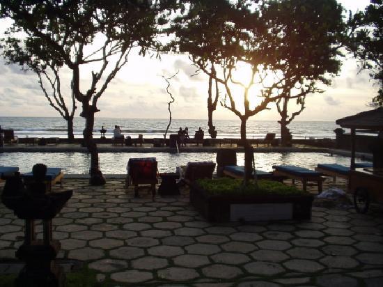 The Oberoi Bali: Pool in sunset