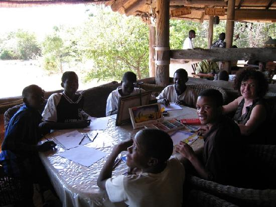 Livingstone Safari Lodge & Campsite: Marilyn's art class at the Lodge