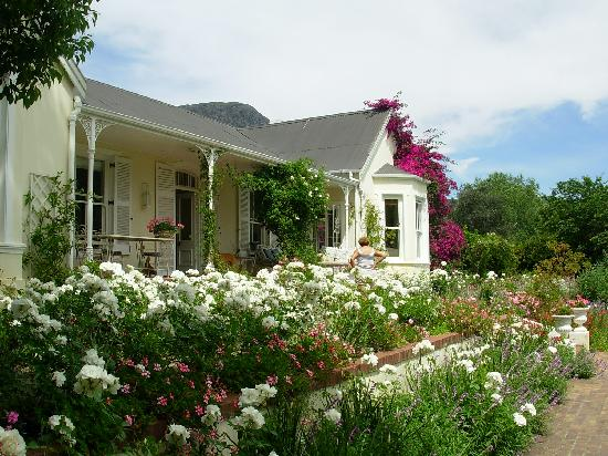 The Garden House: beautiful garden
