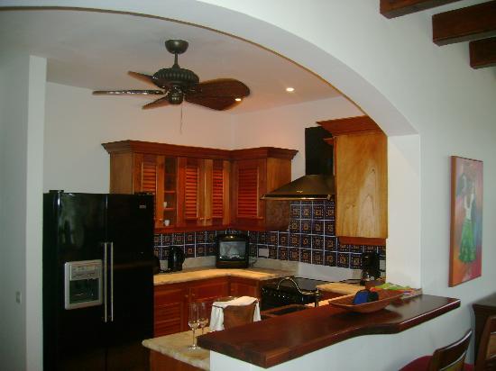 Cap Maison: Full kitchen in suite