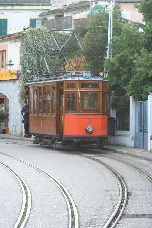 """Sóller, España: """"Tram"""" to Port de Soller is really a trollley"""