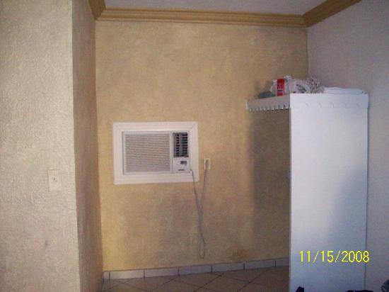 Hotel Senorial : air conditioner