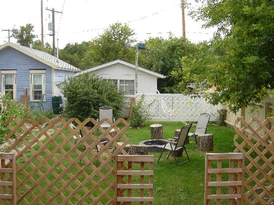 Heartwood Inn and Spa: backyard