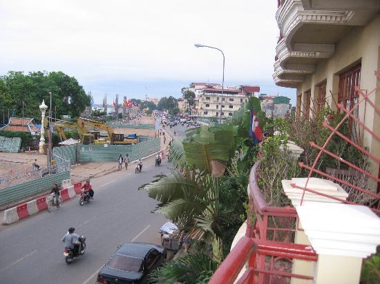 Cozyna Hotel: View from balcony