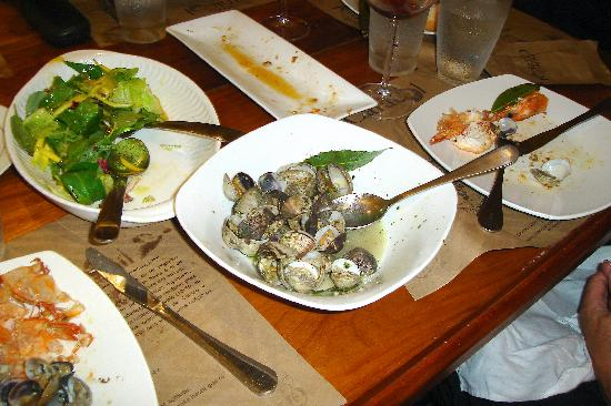 Manolo Caracol: Clams with garlic