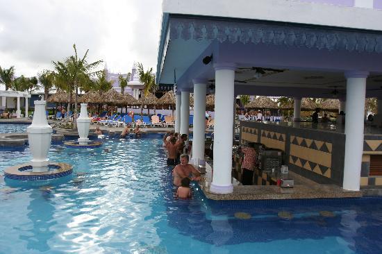 Hotel Riu Montego Bay: pool bar
