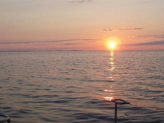 Isle, Миннесота: Sunset on Mille Lacs Lake from launch