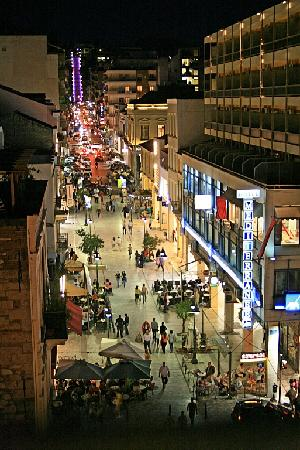 Galaxy City Center Hotel: Busy street at night