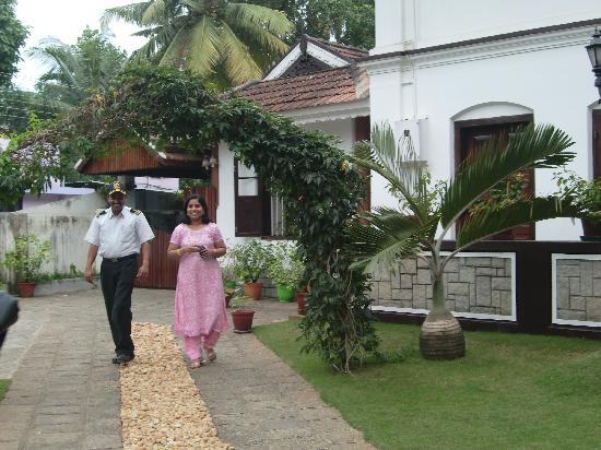 The Bungalow Heritage Homestay : Gastmutter Neema mit ihrem Mann Frances