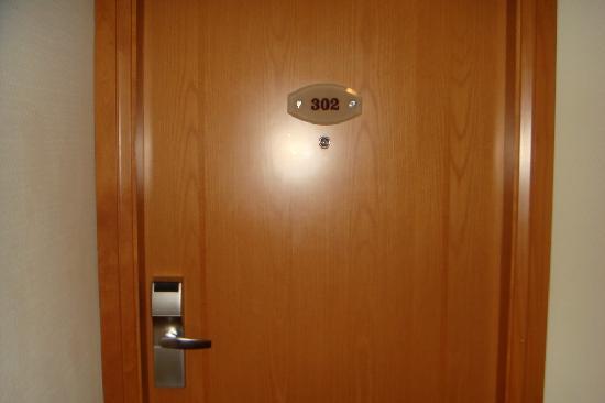 Al Maha Arjaan by Rotana Abu Dhabi: room door