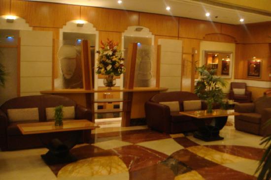 Al Maha Arjaan by Rotana Abu Dhabi: Lobby