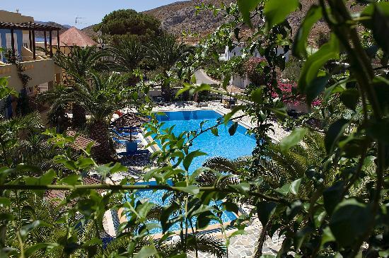 Efstathia Hotel Apartments: The hotel!!