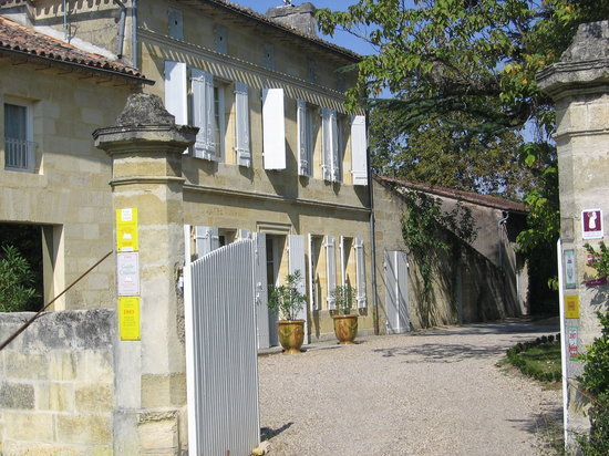 Chateau Monlot: entering the hotel grounds