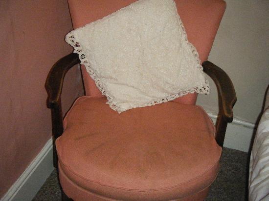 Westgate B&B: Dirty chair