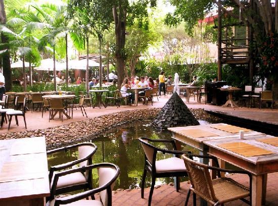 Praca Sao Lourenco: Pátio externo/External area