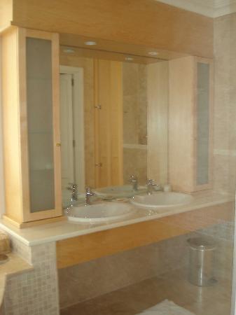 Atlantic Suites Camps Bay: Sinks