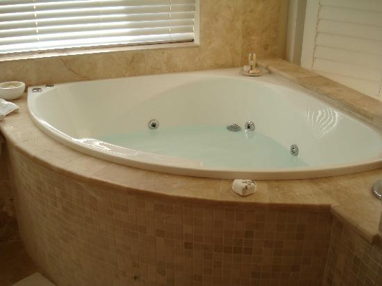 Atlantic Suites Camps Bay: Bath