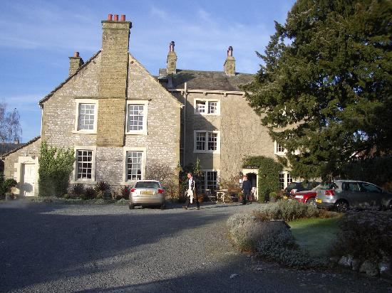 Austwick, UK : View of the hotel on a cold morning