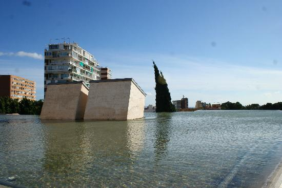 Pilar and Joan Miro Foundation in Mallorca: Rooftop Infinity Edge waterfeature with bathroom skylight tunnels