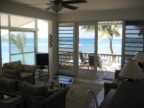 Villa Tropical Oceanfront Apartments on Shacks Beach: Q3 Main Room