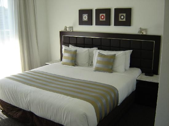 Meriton Serviced Apartments - Broadbeach: Nice comfy King bed