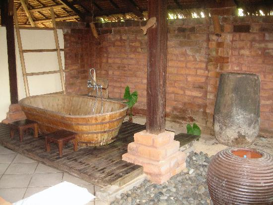 Koyao Island Resort: Barrel bathtub