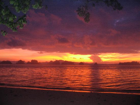 Koyao Island Resort: Glorious Sunrise