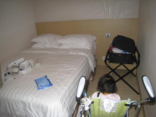 Hotel Benito: small but clean room